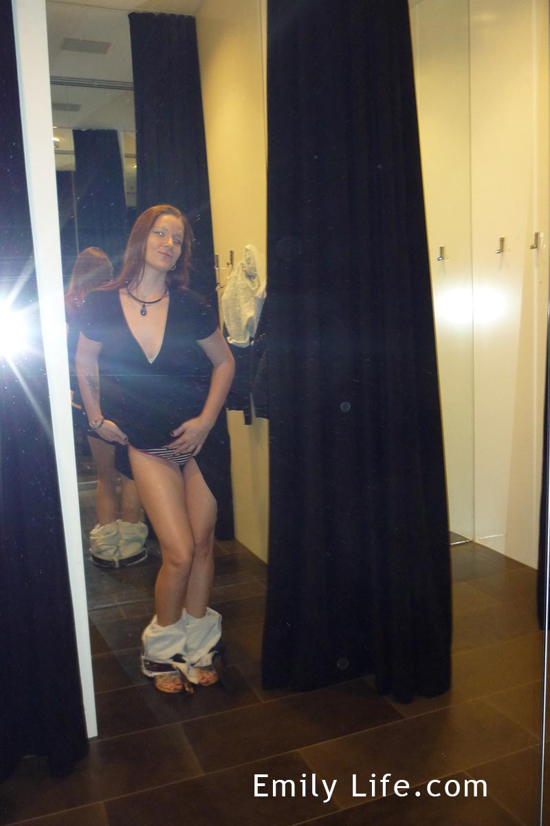Lesbians Having Sex In The Fitting Room